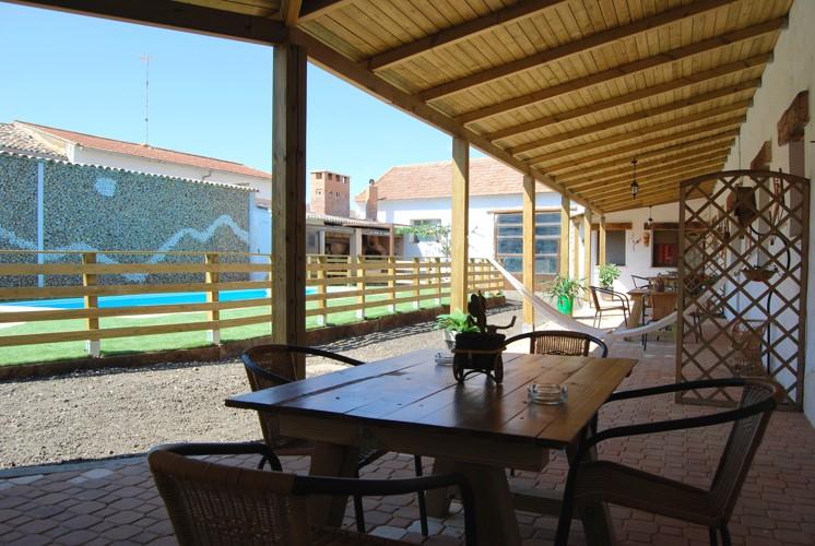 La cueva de cirondo complejo rural con piscina casas for Complejo rural con piscina